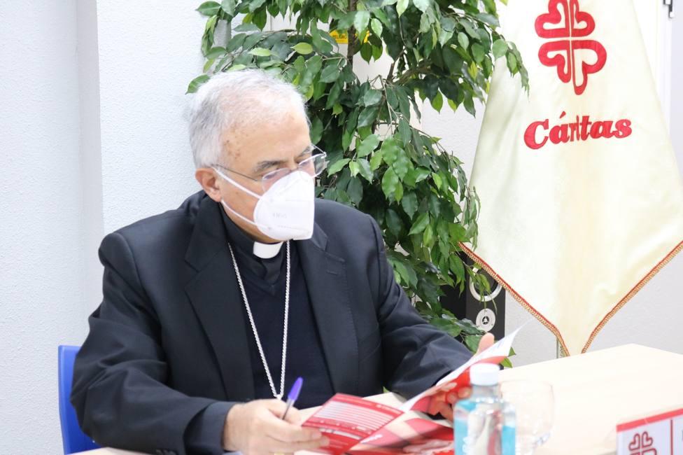 El obispo destaca que Cáritas ha dado la talla ante la riada de hambre que ha traído el Covid
