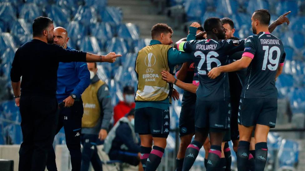 El Nápoles celebra el gol de Politano en el Reale Arena. EFE