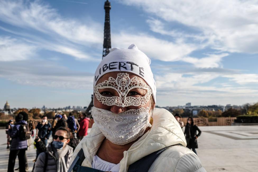 Francia notifica un nuevo récord de pacientes hospitalizados mientras bajan los nuevos contagios