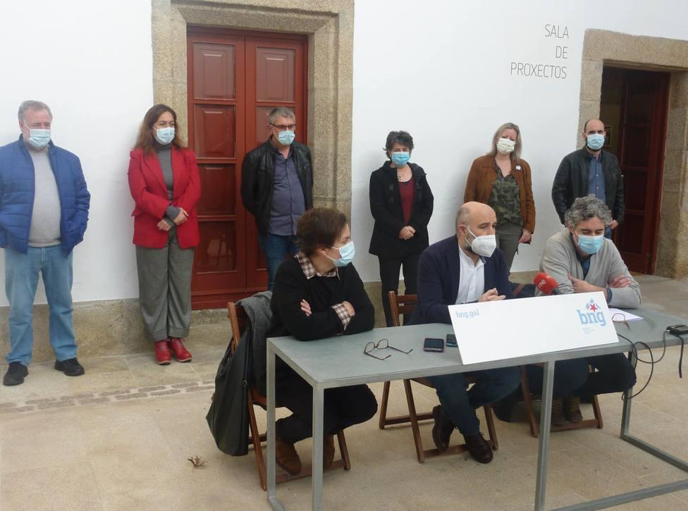 Nestor Rego estuvo acompañado por alcaldes y portavoces en los ayuntamientos de Ferrolterra - FOTO: BNG