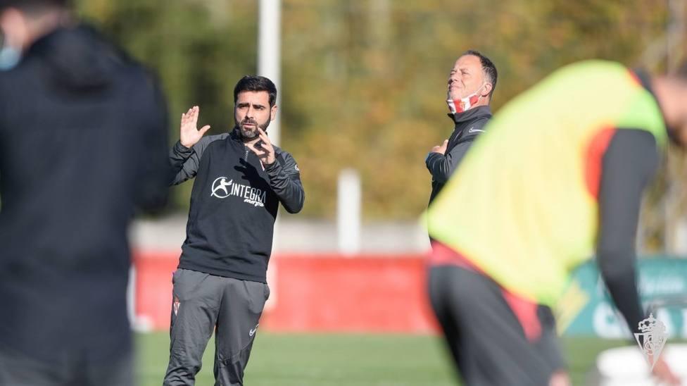David Gallego, en el entrenamiento del Sporting este sábado en Mareo