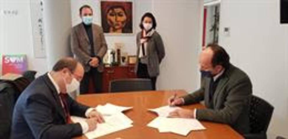 Miquel Iceta y Oriol Molins firman el pacto entre el PSC y Units per Avançar