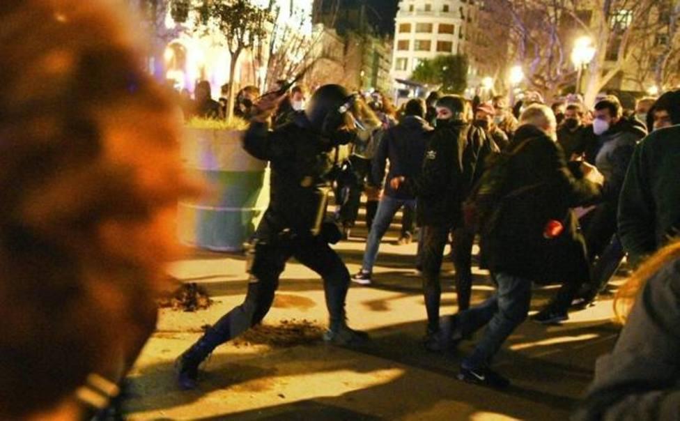 Carga policial anoche en Valencia