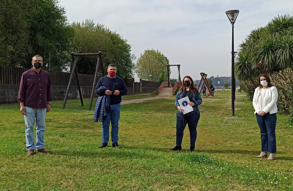 Ángel Alvariño, alcalde de Neda y Paula Gárate, directora de ASCM. FOTO: ASCM