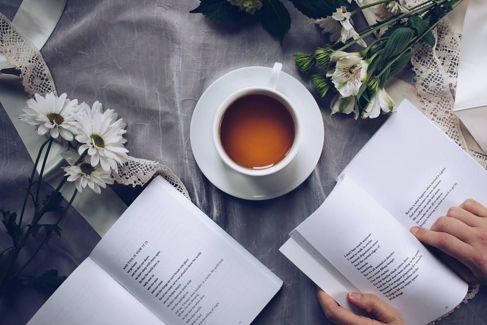 La lectura favorece la la salud mental, reduce el estrés y facilita las relaciones sociales