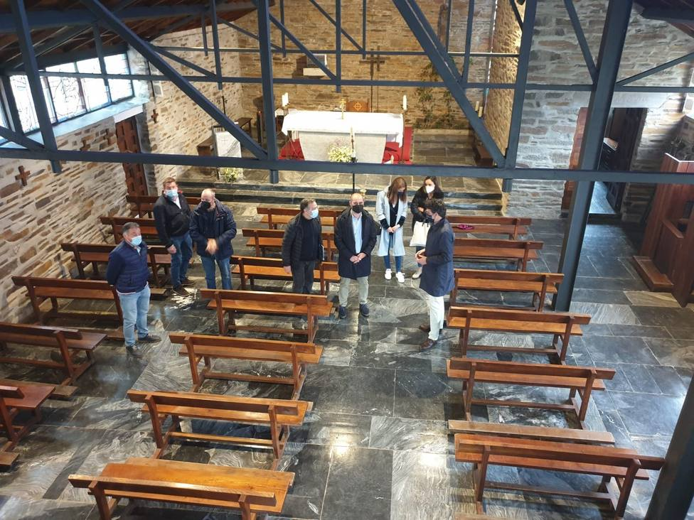 El delegado de la Xunta visitó hoy la iglesia de San Cruz