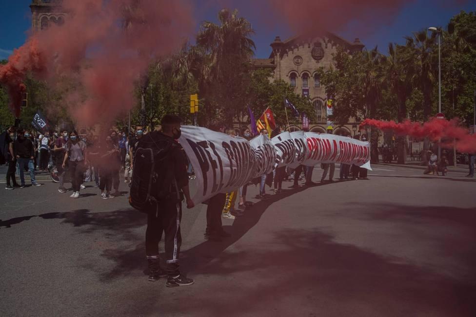 AMP.- Centenares de estudiantes se manifiestan en Barcelona contra la crisis educativa