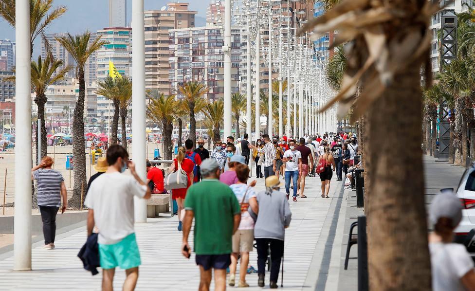 España, a punto de abandonar la franja de riesgo alto tras reducir la incidencia diez puntos desde el viernes
