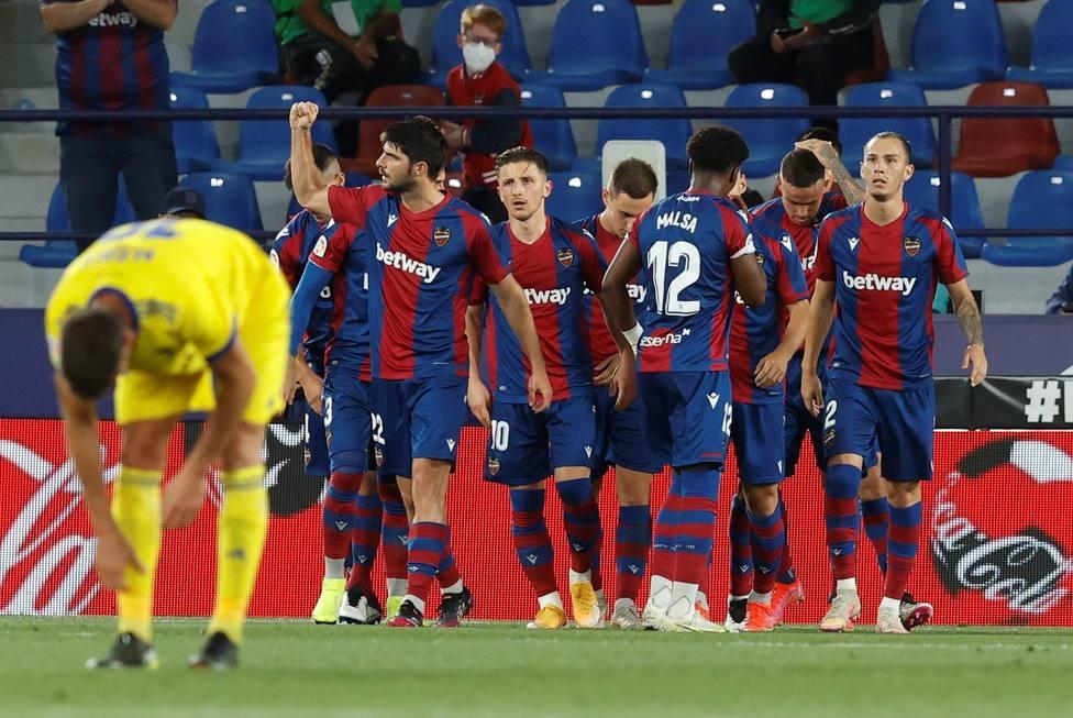 Levante UD y Cádiz CF disputan su último partido de la temporada en el Ciutat de Valéncia