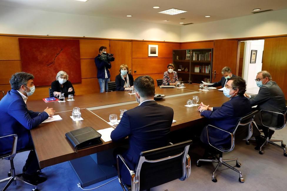 El presidente de Sepides. Antonio Miguel Cervera, se reunió con los socios de la ZALIA