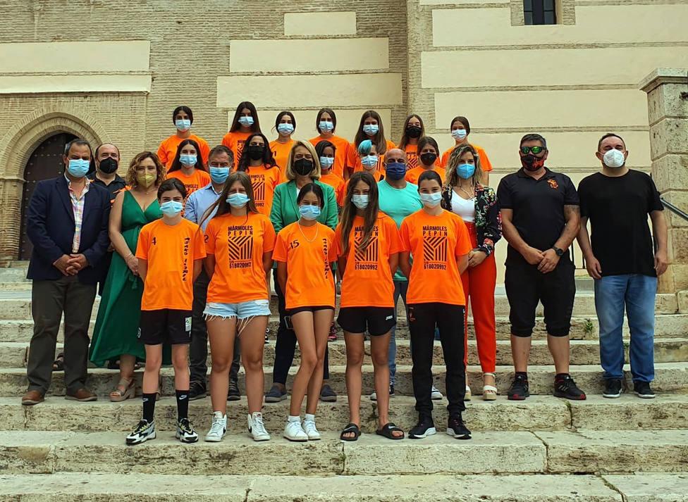 Las chicas cadetes del Cultural Asako Motril reciben una merecida recepción municipal