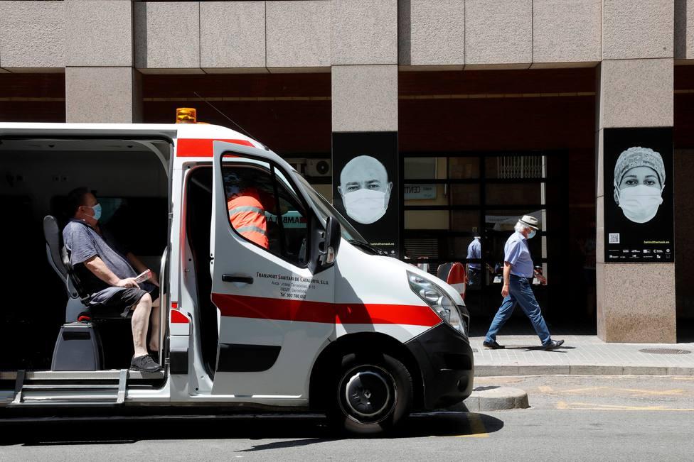 El Hospital Clínic participa en el proyecto Behind the Mask para homenajear a los sanitarios.