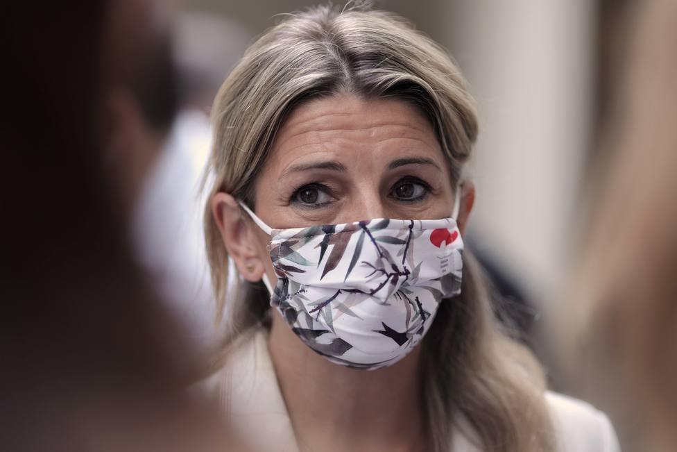 Yolanda Díaz asegura que el Gobierno protegerá a las empresas y trabajadores canarios