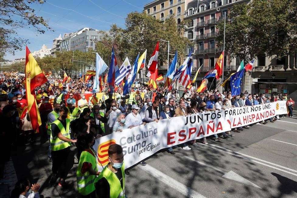 Miles de personas se manifiestan en Barcelona por el Día de la Hispanidad: Yo soy español