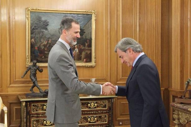 El rey Felipe VI recibe en Zarzuela a Carlos Sainz
