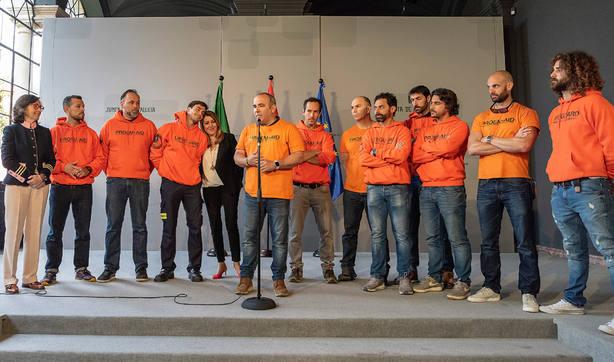 Los bomeros sevillanos han sido recibidos por la presidenta de la Junta de Andalucía