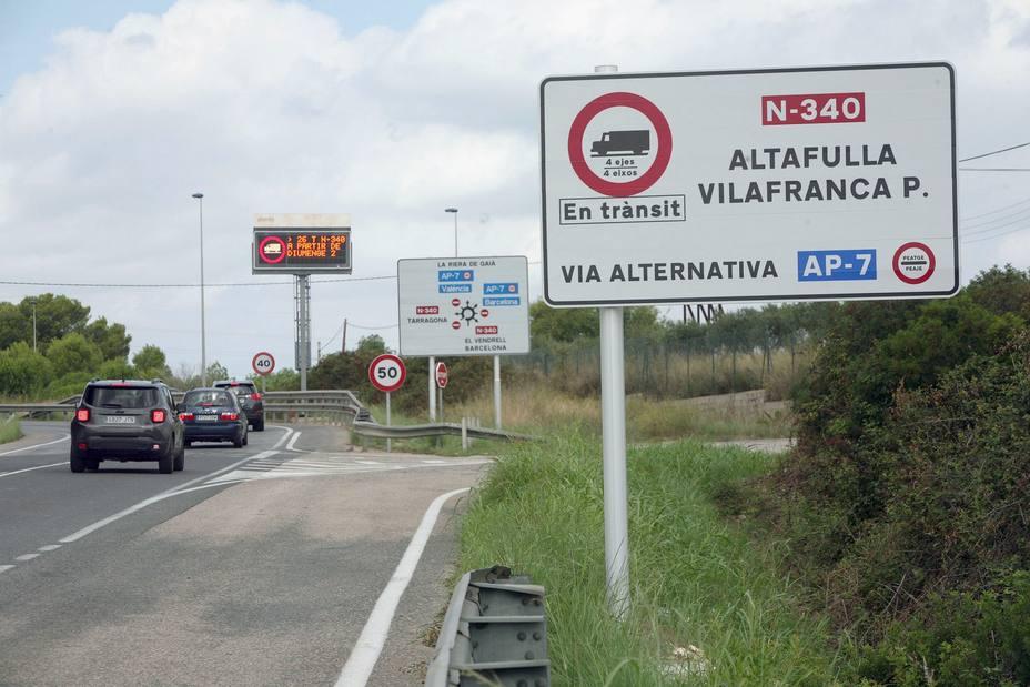 Los camiones ya no circulan desde hoy por la N-340 y la N-240 en Tarragona