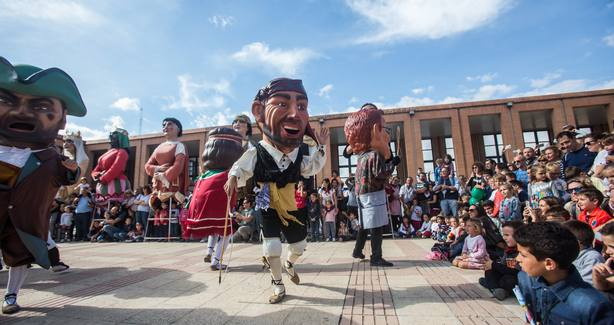 FeriaZaragoza.- Los Gigantes y Cabezudos amenizan la tercera jornada de la Feria General