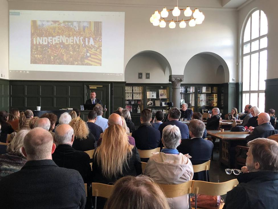 Bosch pide en Islandia a la comunidad internacional prevalecer en la defensa de la democracia