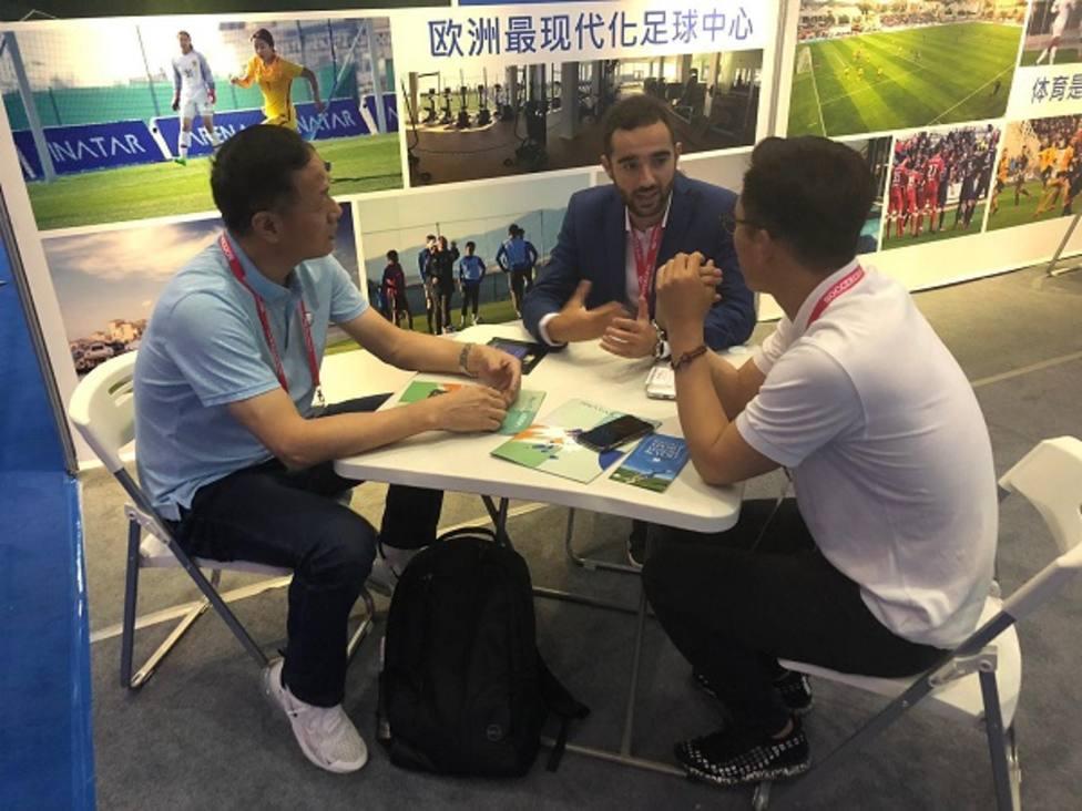 La Región viaja a China para captar equipos de fútbol que realicen sus concentraciones de invierno