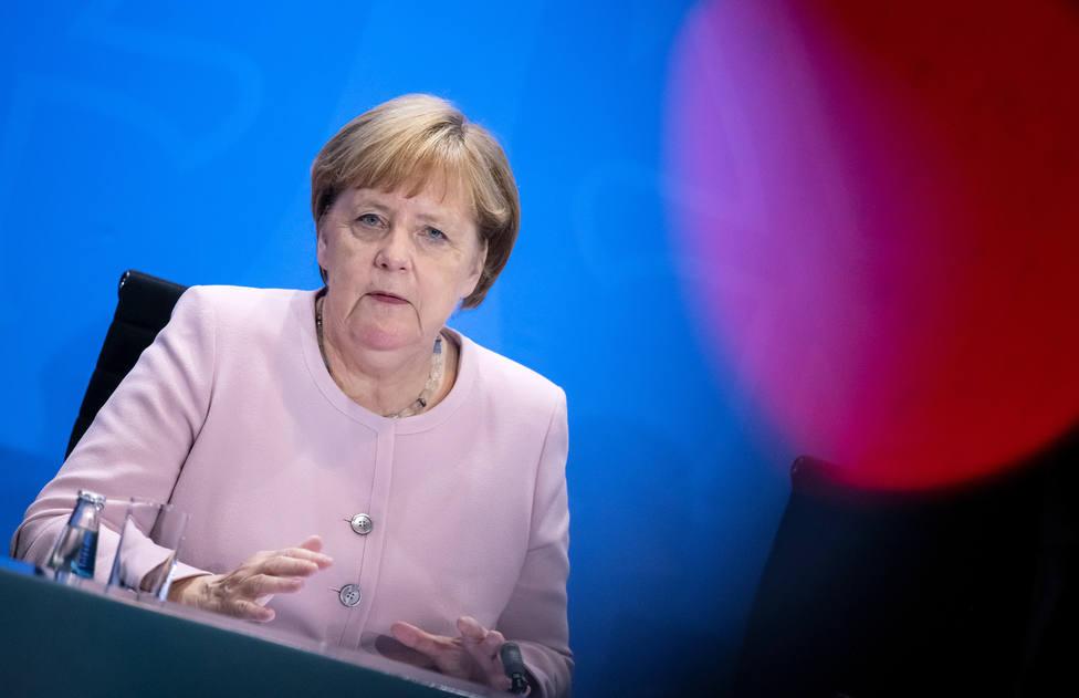 Merkel viaja a París para asistir al tradicional desfile militar del 14 de julio