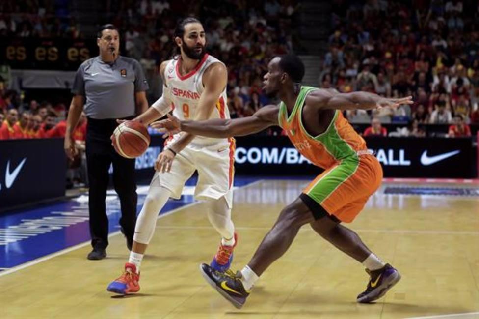 España da espéctaculo en el Carpena y se lleva el torneo de Málaga