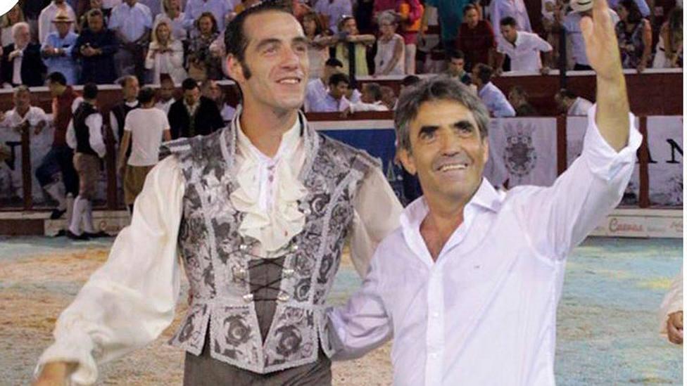 Pepe Moral y Victorino Martín tras el indulto de Milhijos en Sanlúcar de Barrameda