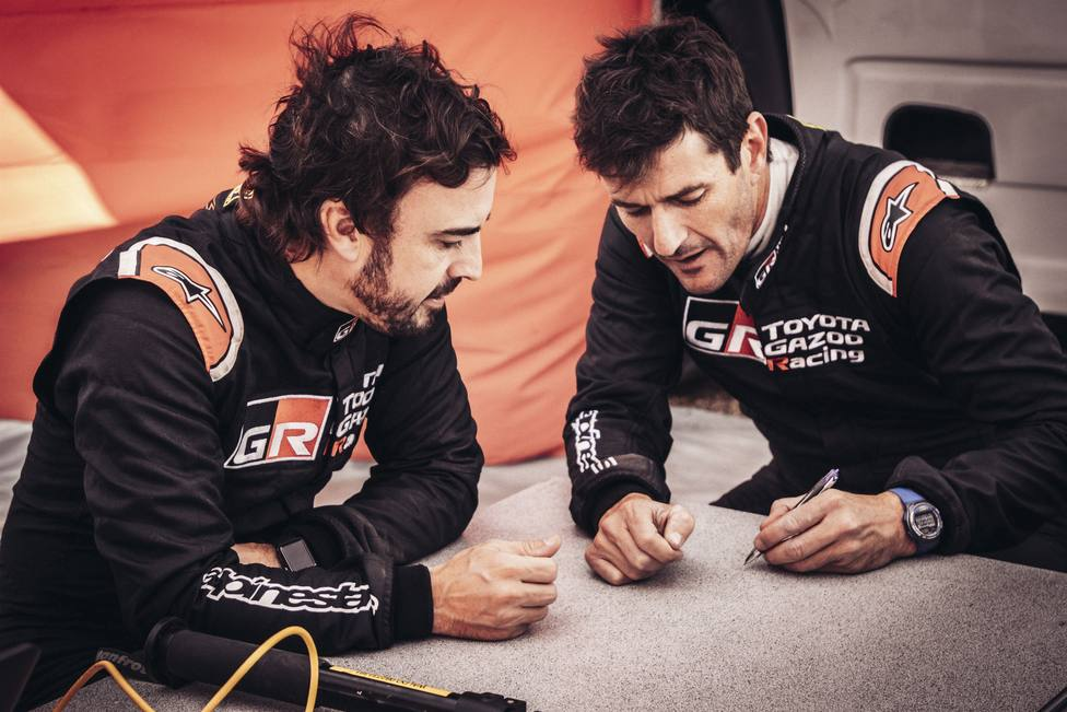 Fernando Alonso debuta con Toyota con Marc Coma de copiloto mirando al Dakar 2020