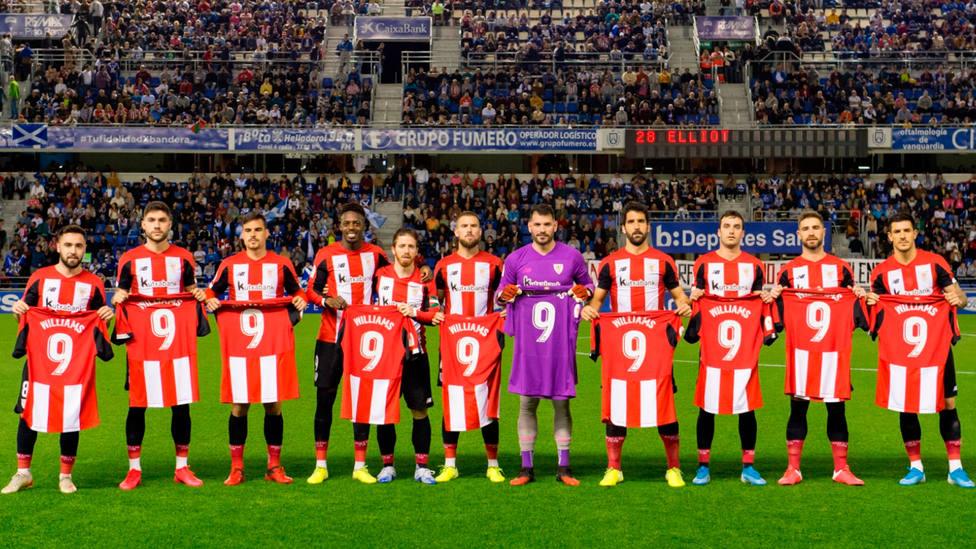 Los jugadores del Athletic saltaron en Tenerife con camisetas de apoyo a Iñaki Williams (@AthleticClub)