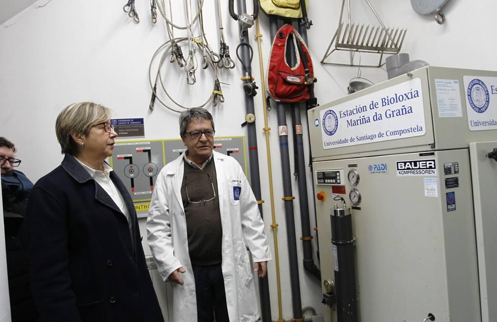 Victoriano Urgorri con Rosa Quintana en la Estacion de Biología Marina de A Graña - FOTO: Xunta