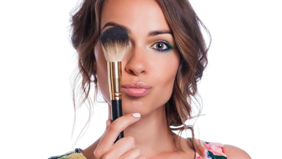 Las brochas de maquillaje, también se desinfectan ante el coronavirus
