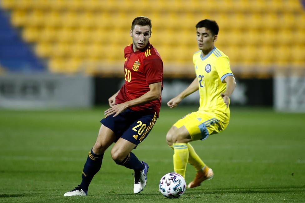 España sub-21 se clasifica para la Eurocopa por la puerta grande tras vencer (3-0) a Kazajistán