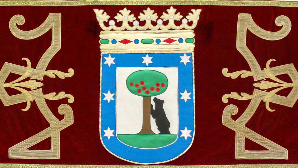 Imagen frontal del repostero ya restaurado que colgará del palco del Ayuntamiento de Madrid en Las Ventas