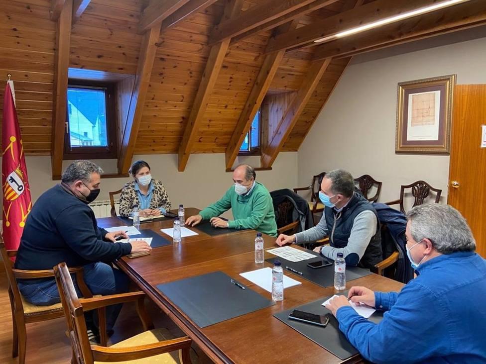 La Síndica De Aran (Lleida), Maria Vergés Se Ha Reunido Con La Dirección De Baqueira Beret, Miembros De Su Gobierno Y Del Gremio De Hostelería.