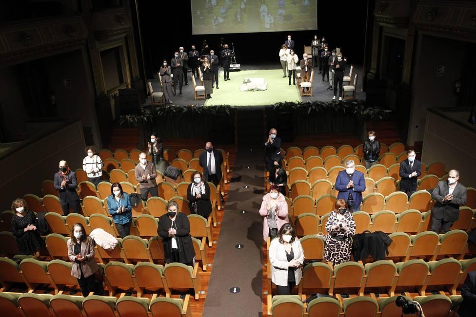 Asistentes al acto del Teatro Jofre que se prolongó durante más de dos doras - FOTO: Concello de Ferrol