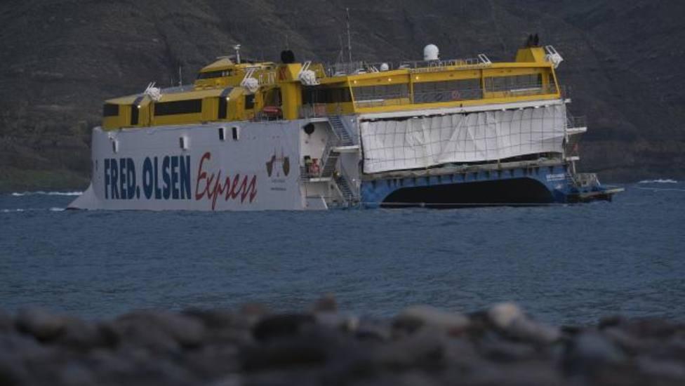 Aplazado al sábado el rescate del barco encallado en el puerto de Agaete