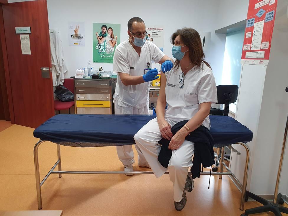 La segunda dosis de la vacuna empieza a darse a empleados del Hospital Provincial