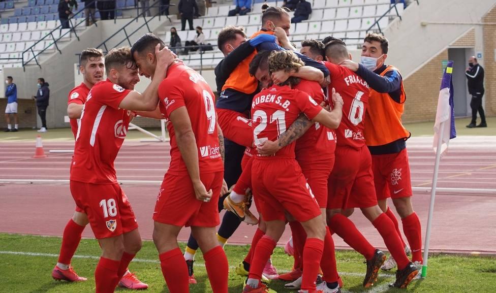 El Linares Deportivo doblega al San Fernando y se hace con el liderato del grupo con el UCAM