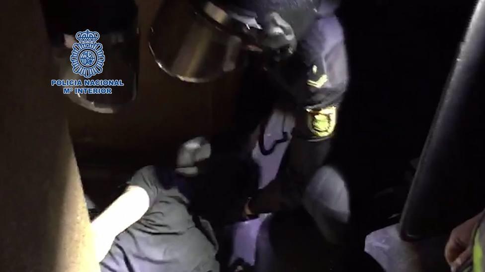 Sucesos.- La Policía Nacional detiene a tres personas y desarticula un punto de venta de cocaína en Molina de Segura