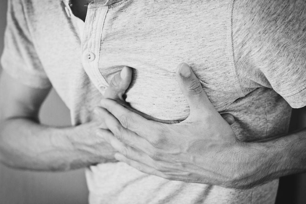 Declaran accidente laboral la angina de pecho que sufrió un trabajador tras comunicarle su despido