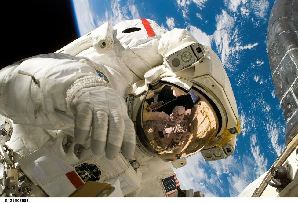 Microbios para limpiar la ropa interior de los astronautas en el espacio
