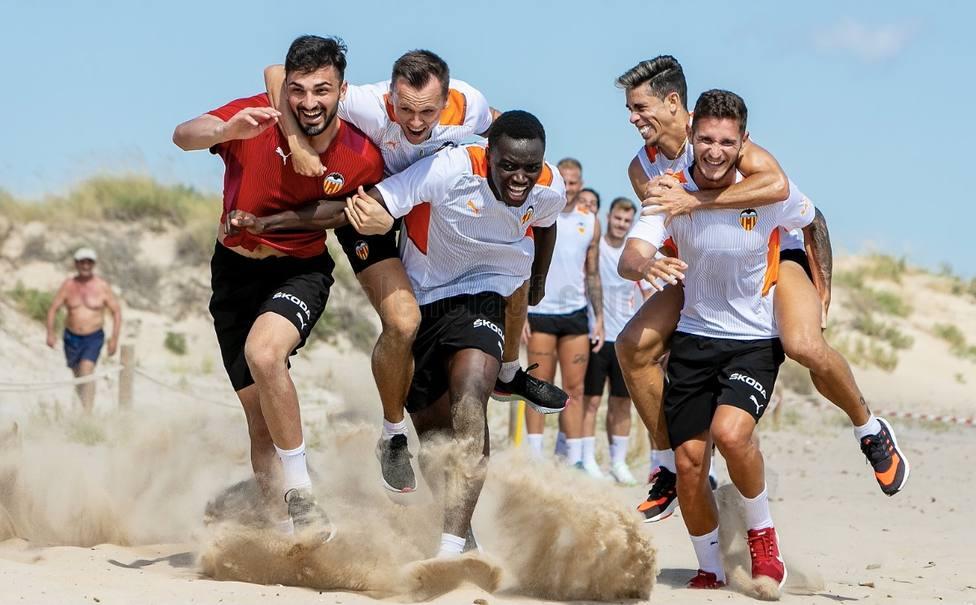 La playa de Oliva, escenario del entreno del VCF