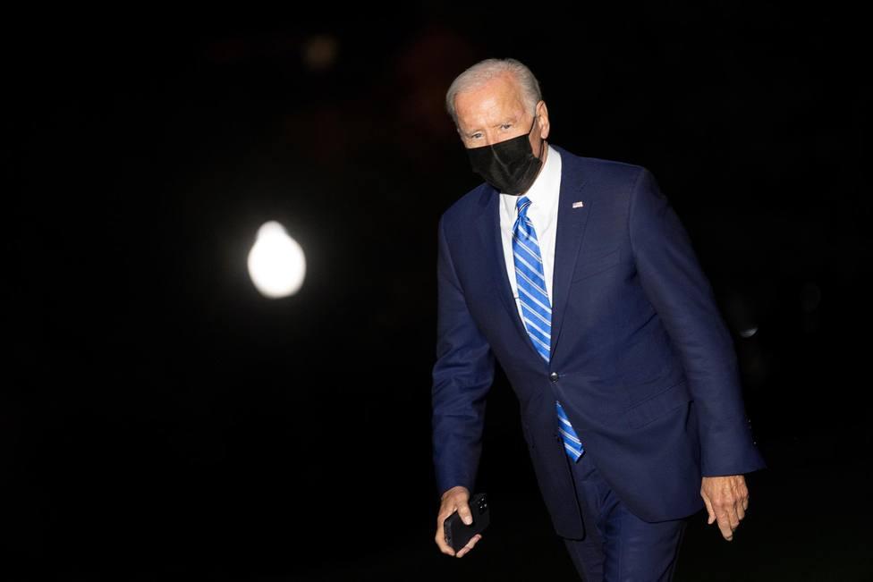 Biden cae por debajo del 50% en popularidad por primera vez en su mandato
