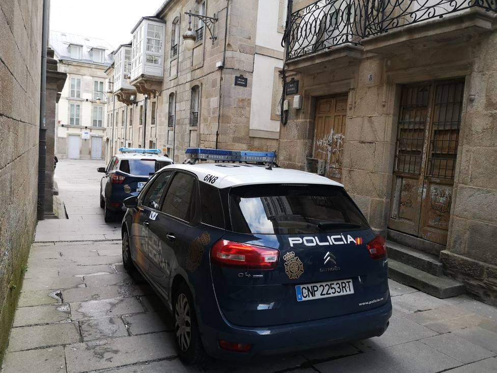 Coches de la Policía Nacional en el entorno de la catedral de Lugo