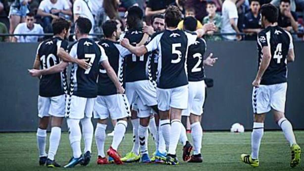 El Castellón celebrando su victoria ante el Sant Andreu