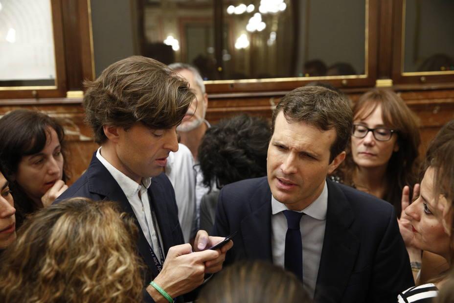 Casado avisa a Rivera que se equivocará si negocia los Presupuestos de Sánchez, que parten de una base negativa