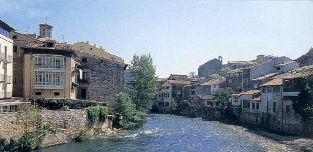 Río Ega en la localidad de Estella (Navarra)