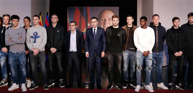 La plantilla del Barcelona despide a Nuñez (EFE)