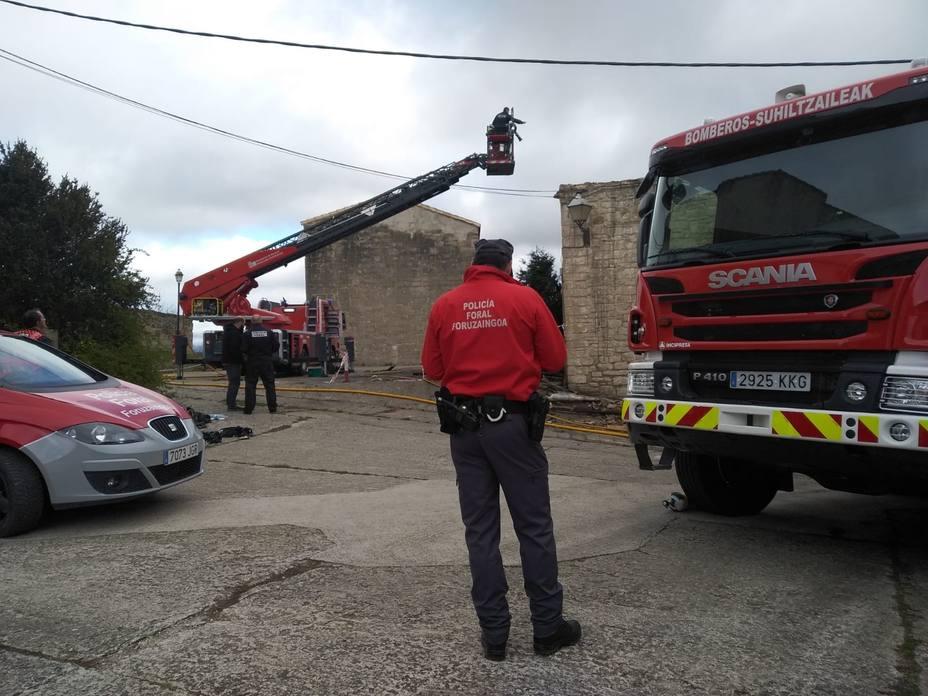 Hallan los restos de una persona en la casa incendiada esta noche en Artaiz (Navarra)