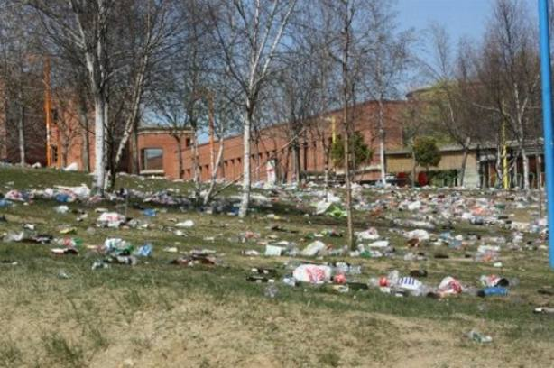 Suciedad en el campus.